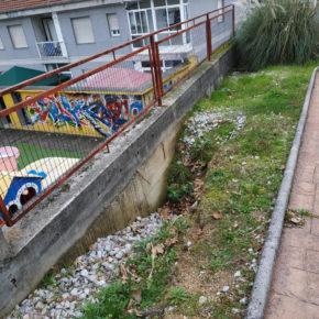 Ciudadanos en Barbadás muestra su preocupación por el estado de las zonas de juego infantil en el barrio de A Valenzá