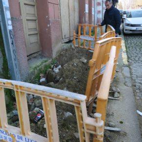 Ciudadanos denuncia el mal estado de la calle Frai Plácido Rei Lemos tras la reparación de la avería en la red de aguas durante las fiestas del San Froilán
